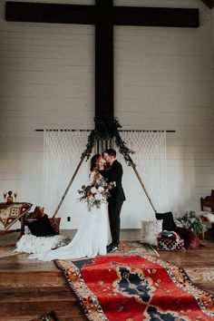 Persian rugs add a beautiful pop of color to bohemian ceremony spaces | Image by Peyton Rainey Photography and Chelsea Denise Photography