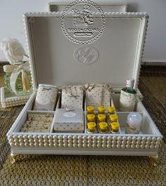 Wedding Gift Boxes, Gifts For Wedding Party, Diwali Gift Hampers, Luxury Wedding Gifts, Wedding Bathroom, Indian Wedding Cards, Diwali Gifts, Paris Party, Art N Craft