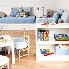 Kinderzimmer Raumgestaltung Weiß Blau Schreibtisch