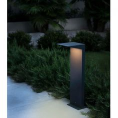 Soleil LED solar bollard for easy installation. It remains off during the day while charging and turns on automatically when light level is detected. Beacon Lighting, Home Lighting, Outdoor Lighting, Lighting Design, Driveway Lighting, Exterior Lighting, Barcelona, Bollard Lighting, Pub Design
