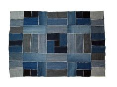 I made this patchwork rug from 6 pairs of jeans. Playing with different shades and gradients from navy and indigo to faded blue and gray, I achieved an illusion of shape. Frayed edges add a nice contrast, highlighting the geometrical design of my rug. Patchwork Jeans, Patchwork Pillow, Patchwork Patterns, Denim Quilts, Patchwork Kitchen, Denim Rug, Denim Fabric, Vintage Sewing Machines, Recycled Denim