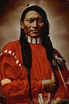 Miles City MT Red-Armed Panther - A Cheyenne Scout Red-Armed Panther or Red Sleeve, a Cheyenne scout was photographed at Ft. Keagh, Montana Territory in One of L. Huffman's finest Indian portraits, the hand colored photograph from which Native American Beauty, Native American Photos, Native American Tribes, American Indian Art, Native American History, American Indians, Native Americans, Red Indian, Native Indian