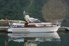 Chris Craft Boats, Classic Yachts, Cabin Cruiser, Boat Projects, Cool Boats, Power Boats, Wooden Boats, Vintage Wood