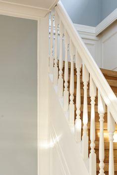En dus sølvgrå farge. Fargen oppleves som klar og ren med hint av grønt. Passer fint til andre dempede kulørte farger. #grå#sølv#ren#dempet#grey#silver#strairs#hvit #trapp#herskapelig#inspirasjon#inspiration#farge#fargekart#gang#hall#stue#livingroom#soverom#livingroom#Fargerike Ikea, Stairs, Home Decor, Stairway, Decoration Home, Ikea Co, Staircases, Room Decor, Ladders