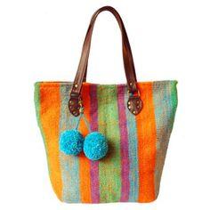 Cartera confeccionada con tejido en telar artesanal rayado. #TiendaPuroDiseno #Design www.tiendapurodiseno.com.ar