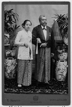 Kartini met haar echtgenoot Raden Adipati Djojoadiningrat, regent van Rembang. 1903