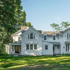 Addition and Renovation to 1835 Ship Captain's Home - Exterior entry at Palladian window American Farmhouse, Modern Farmhouse, Palladian Window, Greek Revival Home, Colonial Exterior, Balcony Design, Historic Homes, Architecture Details, Windows And Doors