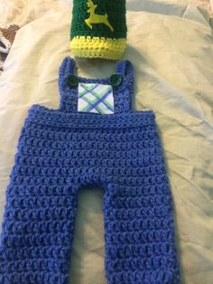 "Crochet baby costume made by order. For sale in facebook page ""zapatitos bonnie blue houston""8327268405 #crochetbabycostumes #crochet #crochetbabyoutfit #crochetbabyshoes #crochetbabysandals"
