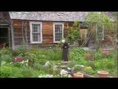 Rare Video Tour of Tasha Tudor's Garden is part of garden Illustration Country Living - Catch a rare video glimpse of Tasha Tudor working in her cottage garden in Vermont, USA Narration is in Japanese Garden beauty speaks every language Country Life, Country Living, Garden Cottage, Home And Garden, Dream Garden, Die Tudors, Vie Simple, Garden Illustration, Tudor House