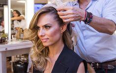 Veja o passo a passo em vídeo do cabelo e maquiagem da estilista Patricia Bonaldi antes do baile de carnaval da Vogue: .