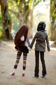 """""""Two BJD taking a stroll""""    I tend to feel a bit critical about doll photos with too much interaction, since their frozen expressions tend to break a mood.  This feels very sweet and alive though.  I like that they let body language do the talking!"""