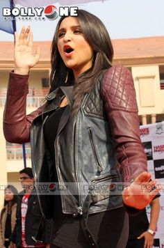 "Parineeti grooved on the songs of ""Hasee Toh Phasee"" with students in a School, Noida"
