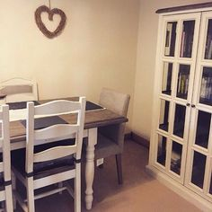 Our Carisbrooke dining table and display cabinet look fab in Charlotte Newlands new dining room. Thanks for sharing Charlotte!