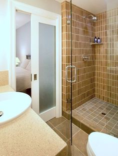 Functional Tips On How To Organize A Small Bathroom #SmallBathroom #BathroomDesigns #CompactBathroomtips #BathroomSpaces #ebuildin