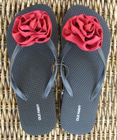 flip flops with ribbon flower