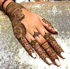 Explore the list of best and trending mehndi designs for every occasion. Latest mehndi designs for your wedding or any other events Henna Hand Designs, Dulhan Mehndi Designs, Arte Mehndi, Mehndi Designs Finger, Pretty Henna Designs, Modern Henna Designs, Latest Henna Designs, Simple Arabic Mehndi Designs, Mehndi Designs Book