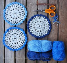 Blue Doilies: free graphic pattern here: http://annaskertje.blogspot.ie/2012/12/horgolt-terito-es-poharalatetek-sajnos.html