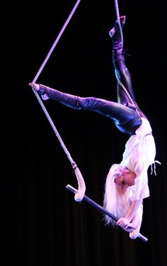 Trapeze act from cirque Tortuga