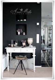 love the dark gray wall