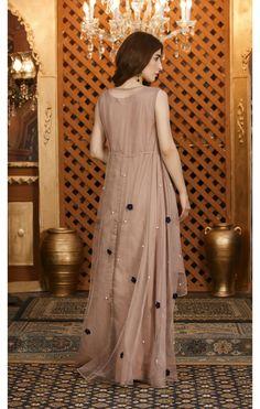 SDS56B Pakistani Fashion Party Wear, Pakistani Dresses Casual, Pakistani Bridal Dresses, Pakistani Dress Design, Designer Party Wear Dresses, Kurti Designs Party Wear, Indian Designer Outfits, Indian Outfits, Fancy Dress Design