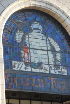 Claude Bosi at Bibendum, Michelin House. Michelin Man, London Places, London Restaurants, Automotive Art, Gas Station, Illustrations Posters, Old School, Britain, Stained Glass