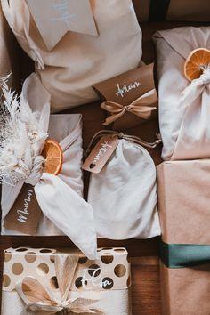 Mes emballages cadeaux de Noël 2020 - Pauline Dress - Blog Mode, Lifestyle et Déco à Besançon Pauline Dress, Furoshiki, Napkin Rings, Lifestyle, Etsy, Blog, Christmas, Christmas Wrapping, Wrapping Papers