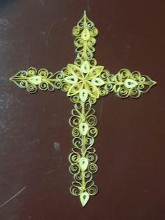 Cruz amarilla en filigrana de papel