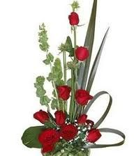En visperas del dia del cariño, lindo arreglo de rosas con eucalipto, deliciosa fragancia.