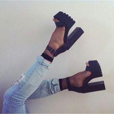 Bild über We Heart It #fashionblackmodern