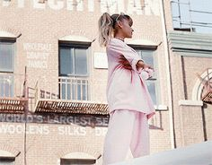 Imagen de commercial, ariana grande, and gif Ariana Grande Gif, Dangerous Woman, Queen, Celebs, Celebrities, Role Models, Actresses, Ariana Perfume, Tiger Lilly