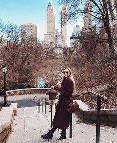 winter outfits new york xoxohannahread xoxohannahread New York Outfits, New York City Pictures, New York Photos, New York Photography, Photography Poses, Photography Aesthetic, Honeymoon Photography, Fashion Photography, Beauty Photography