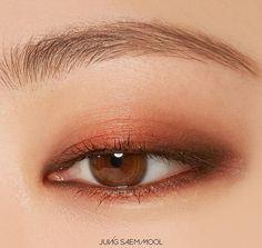 JUNGSAEMMOOL Refining Eyeshadow Triple Usually ships within 7 to 10 working days Worldwide shipping Day Eye Makeup, Eye Makeup Cut Crease, Asian Eye Makeup, Kiss Makeup, Eyeshadow Makeup, Face Makeup, Makeup Inspo, Makeup Tips, Beauty Makeup