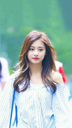 Twice - Tzuyu Nayeon, Kpop Girl Groups, Korean Girl Groups, Kpop Girls, Beautiful Asian Girls, Most Beautiful, Twice Tzuyu, Sana Momo, Chou Tzu Yu