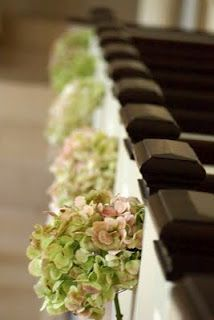 I love hydrangeas, but they don't seem to easy to decorate with. But they would work perfectly for this purpose :)