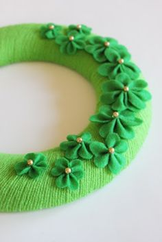 {How to make) Shamrock Wreath! Pin it now save it for next year!