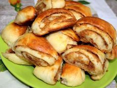 Oškvarkové slimáčiky • Recept | svetvomne.sk Home Baking, Pretzel Bites, Baked Potato, French Toast, Spicy, Food And Drink, Bread, Snacks, Pizza