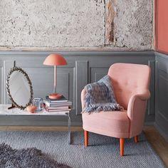 Samsas armchair by Carl Malmsten! Photo taken from Joanna Lavén's portfolio via nordicdesign.ca Joanna Lavén is a swedish stylist. #carlmalmsten #ohsjogren #joannalaven #interior #inspiration @ohsjogren #armchair #fåtölj #furniture