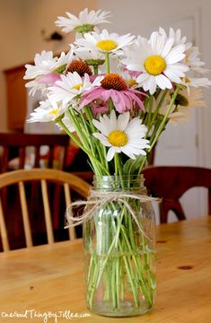How to make fresh cut flowers last longer.      1 teaspoon sugar  1 teaspoon household bleach  2 teaspoons lemon (or lime) juice  1 quart of lukewarm water  Instructions    Fill a container with 1 qt. of warm water.  Add 1 tsp. sugar, 1 tsp. chlorine bleach and 2 tsp. lemon or lime juice to the warm water.  Place a lid on the container, and shake.  Pour into flower vase (or mason jar).  :-)