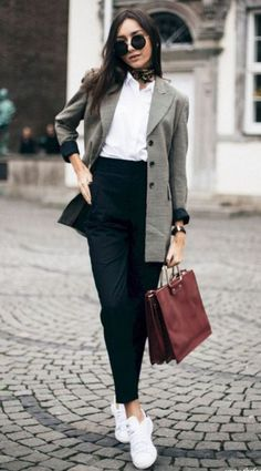Outfits sneakers outfit work, black work outfit, blazer outfits casual, off Casual Office Fashion, Business Casual Outfits, Business Attire, Chic Outfits, Office Outfits Women Casual, Winter Outfits, Business Casual Sneakers, Smart Casual Women Office, Winter Dresses
