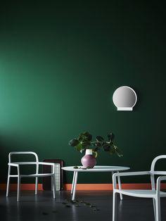 YPPERLIG armleunstoel   IKEA IKEAnl IKEAnederland inspiratie wooninspiratie interieur wooninterieur groen kamer woonkamer keuken salontafel vaas accessoire accessoires grijs spiegel design