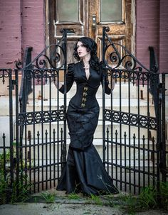 Top Gothic Fashion Tips To Keep You In Style. As trends change, and you age, be willing to alter your style so that you can always look your best. Consistently using good gothic fashion sense can help Mode Steampunk, Steampunk Fashion, Victorian Fashion, Gothic Fashion, Gothic Steampunk, Victorian Gothic, Emo Fashion, Fashion Clothes, Style Fashion