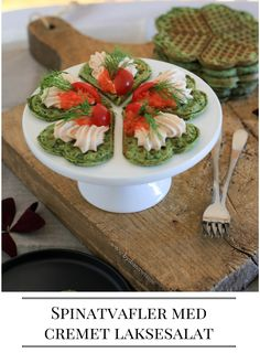 Spinach Waffles with creamy salmon salad Spinatvafler med cremet laksesalat, BY DIANAWI Veggie Snacks, Salmon Salad, Avocado Toast, Spinach, Vegetarian Recipes, Brunch, Easy Meals, Veggies, Food And Drink