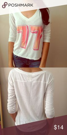 White American eagle top It's In pretty good condition and is supper cute! Its quarter sleeve and on the short side American Eagle Outfitters Tops Tees - Long Sleeve