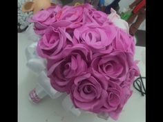 Maria Lina shared a video Diy Wedding Flowers, Wedding Flower Arrangements, Wedding Bouquets, Fabric Flowers, Paper Flowers, Cold Porcelain Tutorial, Foam Roses, Diy Bouquet, Canal E