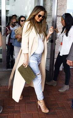 Chrissy Teigen showed us how to grow a bump with style, now you can dress just like her: https://willbemom.com/