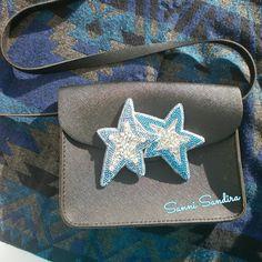 Быть заметной - легко! Стоит лишь прикрепить Брошь Звезды к куртке, к шарфу, шапке, к свитеру, джинсовке или даже к сумке! Вариантов множество! Играй, создавай каждый день новый неповторимый образ! Звезды вышиты на фетре чешским бисером, стеклярусом, шатонами разных размеров и бикосинусами. Такая брошь точно зацепит взгляд окружающих. Размер 9,5см на 12см. Цена 1000р + доставка. По вопросам пишите в директ. #брошь #брошьизбисера #брошьзвезда #звезда #star #авторскаяработа #хенд...
