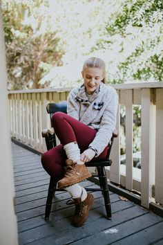 Fall Preview! 🍂💛 Sneak peek of our Stay Comfortably Connected with BEARPAW Campaign with Influencer @lindsayashton_ 🐻🐾 Video coming soon! Bearpaw Marta boots - Launching Fall 2020. #LiveLifeComfortably #BearpawStyle