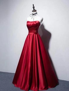 Sexy red strapless dress.Red card shoulder waist collection