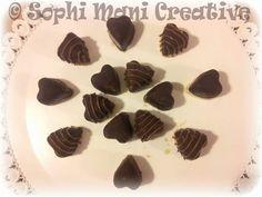 Cioccolatini triplo cioccolato con cuor di zucchero caramellato all arancia su letto cioccolato bianco e riso soffiato