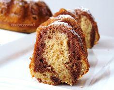 Rýchla a dobrá mňamka ku kávičke;-)        Suroviny:    3vajcia  150g hnedý cukor  1vanilkový cukor  150g polohrubá múka  200g kyslá s...